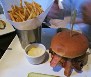 Yard House BBQ Burger