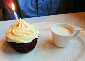 EM cupcake
