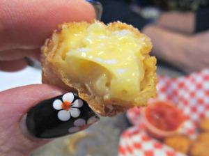 Gouda bite close 2